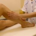 Le massage des jambes possède des vertus thérapeutiques et relaxantes.