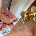 Un serrurier a la caractéristique d'être polyvalent et de ce fait, il peut effectuer différentes prestations.