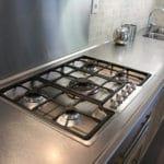 Nettoyage de surfaces en acier inoxydable avec de la vapeur