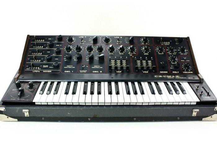 vintage-synthesizer
