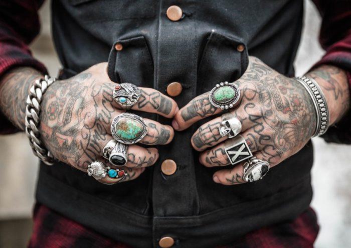 Bijoux homme : des modèles et des matières variés